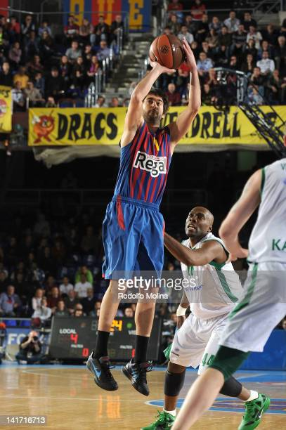 Juan Carlos Navarro #11 of FC Barcelona Regal in action during the Play Off D Game Day 2 between FC Barcelona Regal v Unics Kazan at Palau Blaugrana...