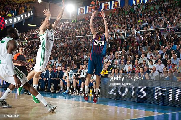 Juan Carlos Navarro #11 of FC Barcelona Regal in action during the Turkish Airlines Euroleague 20122013 Play Offs game 5 between FC Barcelona Regal v...