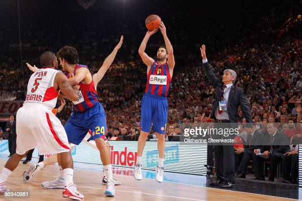 Juan Carlos Navarro #11 of Regal FC Barcelona in action during the Euroleague Basketball Final Four Final Game between Regal FC Barcelona vs...