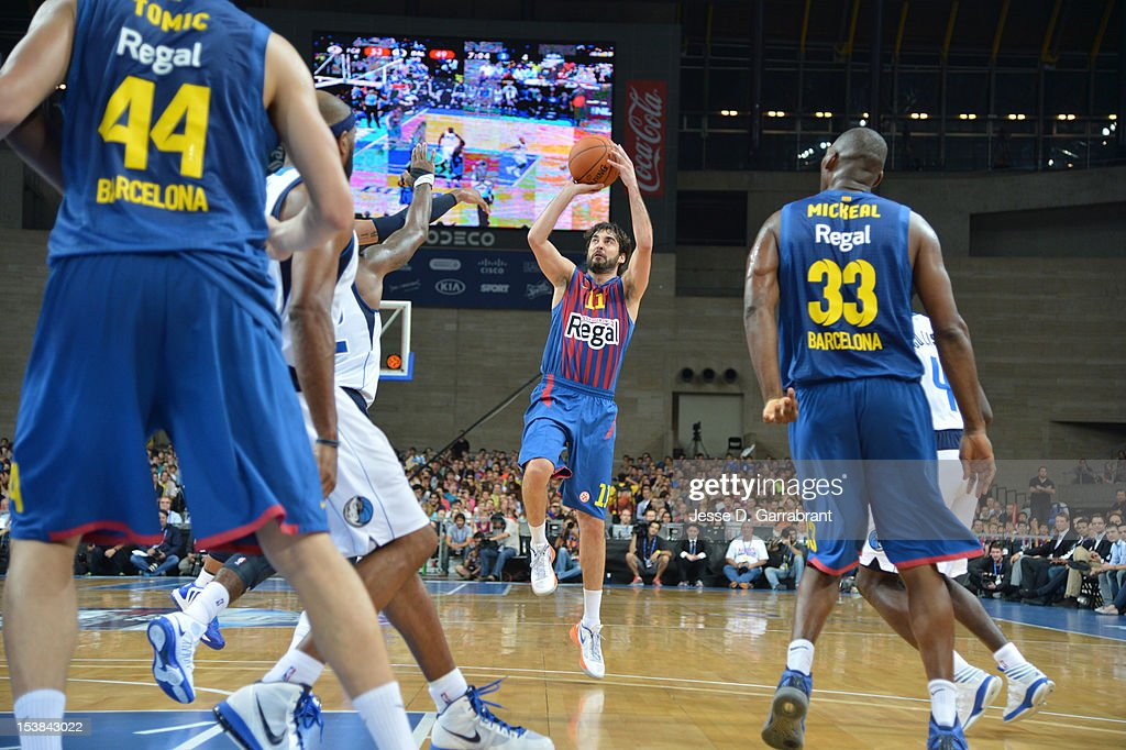 <a gi-track='captionPersonalityLinkClicked' href=/galleries/search?phrase=Juan+Carlos+Navarro&family=editorial&specificpeople=879660 ng-click='$event.stopPropagation()'>Juan Carlos Navarro</a> #11 of F.C. Barcelona Regal shoots against the Dallas Mavericks during the game at Palau St. Jordi for NBA Europe Live 2012 on October 9, 2012 in Barcelona, Spain.