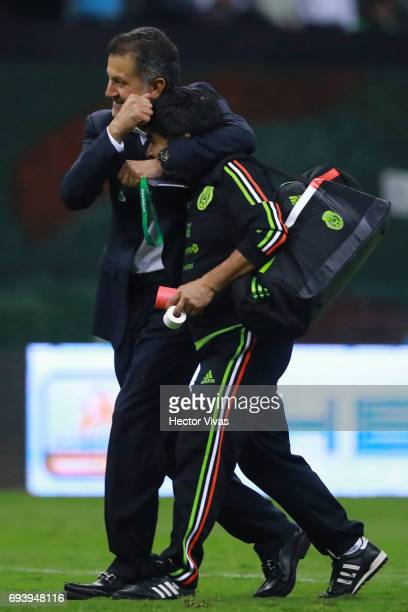 Juan Carlos Osorio coach of Mexico celebrates during the match between Mexico and Honduras as part of the FIFA 2018 World Cup Qualifiers at Azteca...