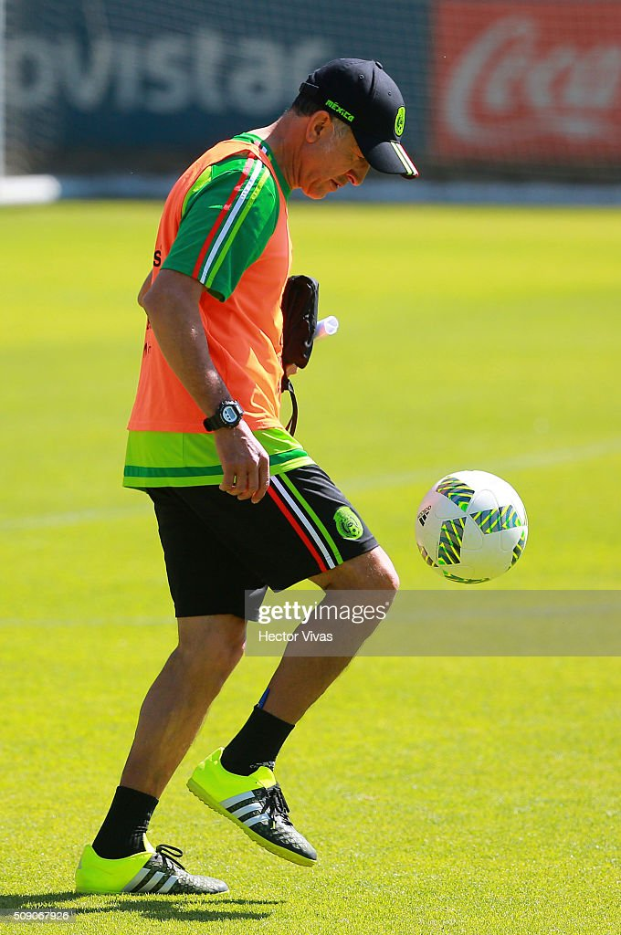 <a gi-track='captionPersonalityLinkClicked' href=/galleries/search?phrase=Juan+Carlos+Osorio+-+Soccer+Manager&family=editorial&specificpeople=15104399 ng-click='$event.stopPropagation()'>Juan Carlos Osorio</a> coach of Mexico dominates the ball during a Mexico training session at Centro de Alto Rendimiento on February 08, 2016 in Mexico City, Mexico. Mexico will face Senegal on February 10, 2016. (Photo by Hector Vivas/LatinContent