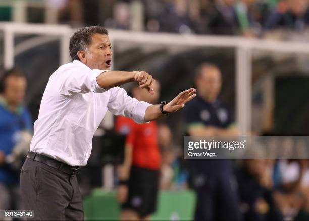 Juan Carlos Osorio coach of Mexico gestures during the friendly match between the Republic of Ireland and Mexico at MetLife Stadium on June 01 2017...