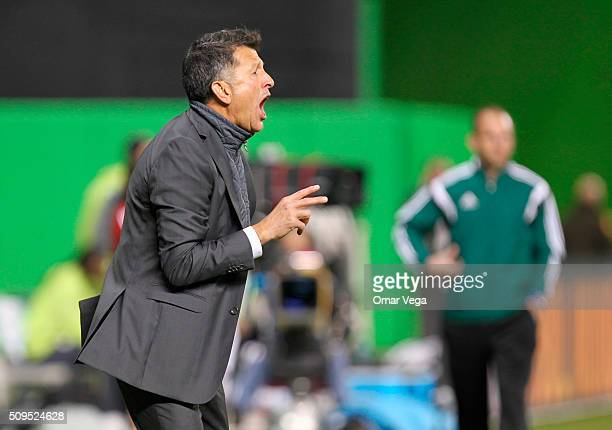Juan Carlos Osorio coach of Mexico gives instructions to his players during the international friendly match between Mexico and Senegal at Marlins...