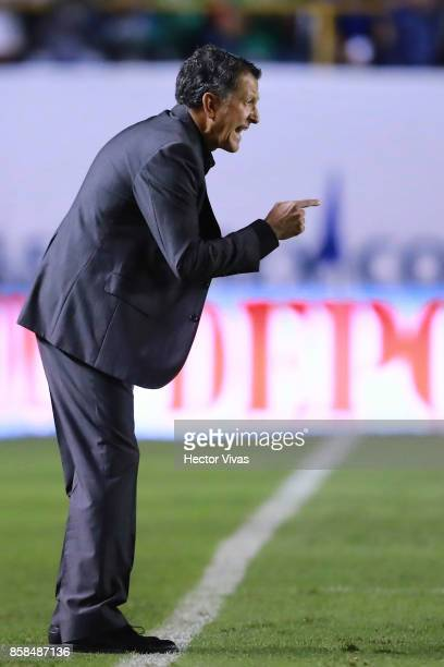 Juan Carlos Osorio coach of Mexico gives instructions to his players during the match between Mexico and Trinidad Tobago as part of the FIFA 2018...
