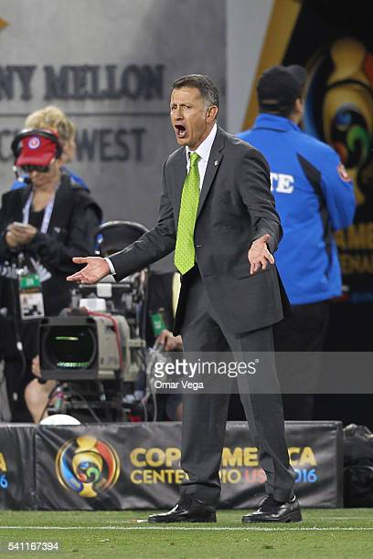 Juan Carlos Osorio coach of Mexico shouts to his players during a Quarterfinal match between Mexico and Chile at Levi's Stadium as part of Copa...