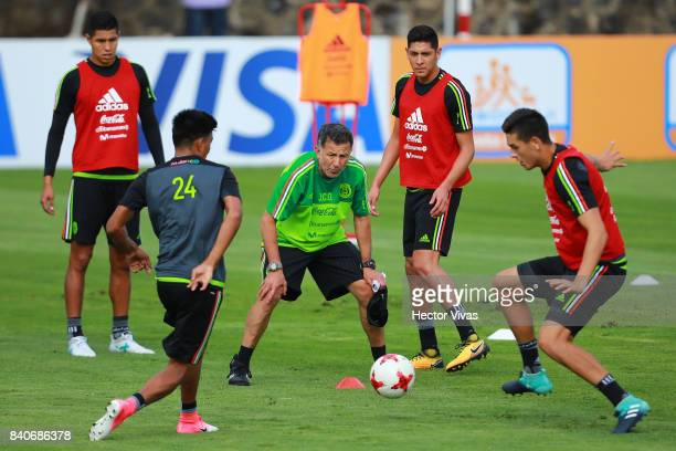 Juan Carlos Osorio coach of Mexico watches his players during a training session at Centenario Stadium on August 28 2017 in Cuernavaca Mexico