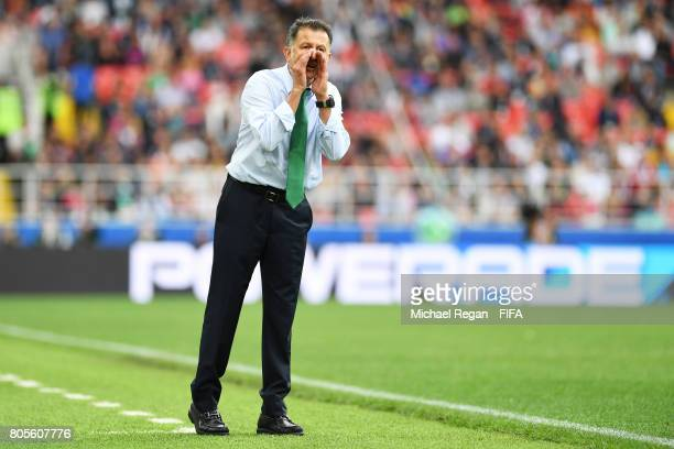 Juan Carlos Osorio head coach of Mexico gives his team instructions during the FIFA Confederations Cup Russia 2017 PlayOff for Third Place between...