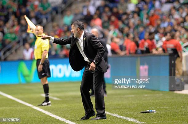 Juan Carlos Osorio the coach of Mexico gives instructions during the friendly football match between the Mexican national team and the Panama...