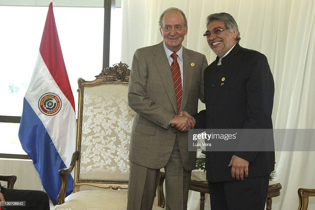 Juan Carlos, the king of Spain, greets <a gi-track='captionPersonalityLinkClicked' href=/galleries/search?phrase=Fernando+Lugo&family=editorial&specificpeople=587909 ng-click='$event.stopPropagation()'>Fernando Lugo</a>, president of Paraguay, during the XXI Iberoamerican Summit on October 28, 2011 in Asuncion, Paraguay.