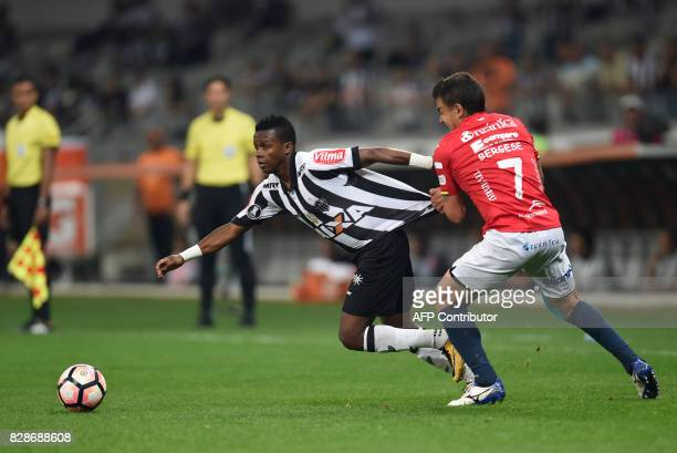 Juan Cazares of Brazil's Atletico Mineiro vies for the ball with Marcelo Bergese of Bolivia's Jorge Wilstermann during their 2017 Copa Libertadores...