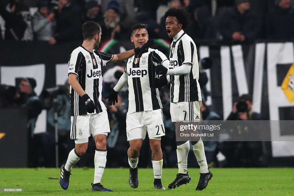 Juan Cuadraado of Juventus (R) celebrates scoring the first goal with his team-mates during the Serie A match between Juventus FC and FC Internazionale at Juventus Stadium on February 5, 2017 in Turin, Italy.