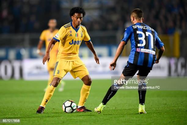Juan Cuadrado during the Serie A match between Atalanta BC and Juventus at Stadio Atleti Azzurri d'Italia on October 01 2017 in Bergamo Italy