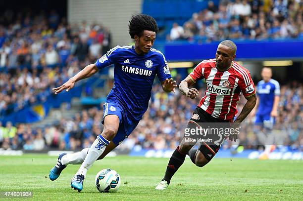 Juan Cuadrado of Chelsea and Jermain Defoe of Sunderland compete for the ball during the Barclays Premier League match between Chelsea and Sunderland...