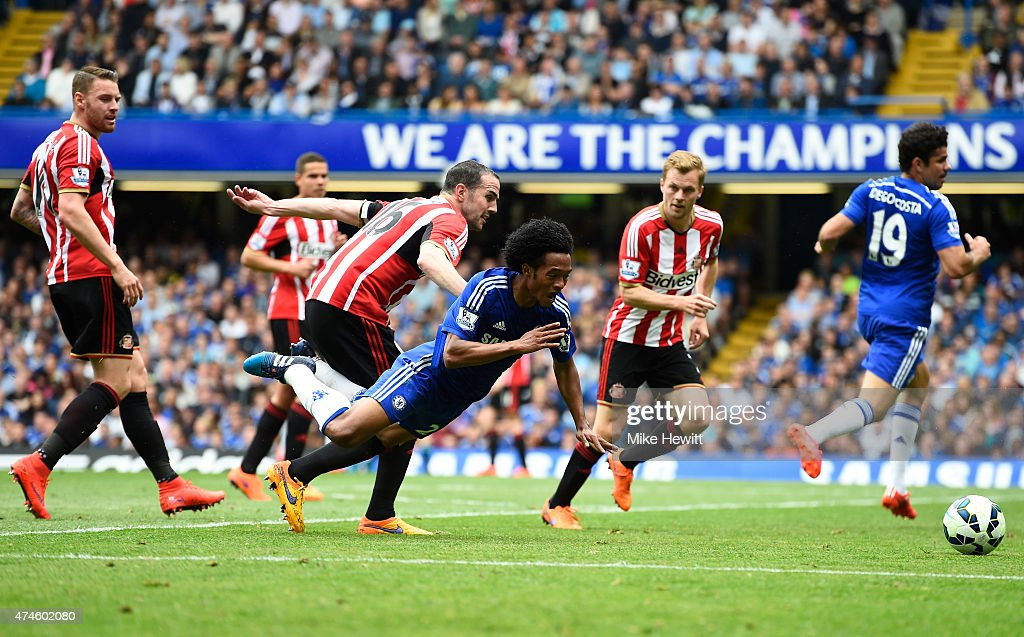 Juan Cuadrado of Chelsea is brought down by <a gi-track='captionPersonalityLinkClicked' href=/galleries/search?phrase=John+O%27Shea+-+Soccer+Player&family=editorial&specificpeople=202487 ng-click='$event.stopPropagation()'>John O'Shea</a> of Sunderland during the Barclays Premier League match between Chelsea and Sunderland at Stamford Bridge on May 24, 2015 in London, England.