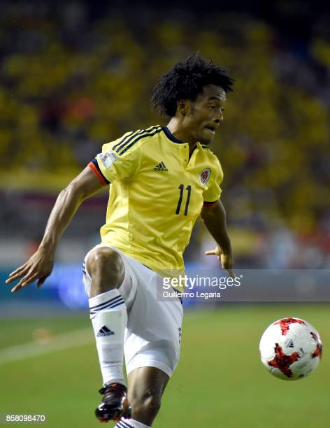 Juan Cuadrado of Colombia controls the ball during a match between Colombia and Paraguay as part of FIFA 2018 World Cup Qualifiers at Metropolitano...