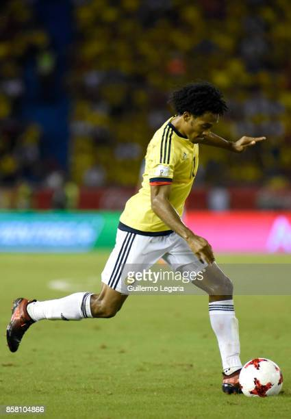 Juan Cuadrado of Colombia drives the ball during a match between Colombia and Paraguay as part of FIFA 2018 World Cup Qualifiers at Metropolitano...