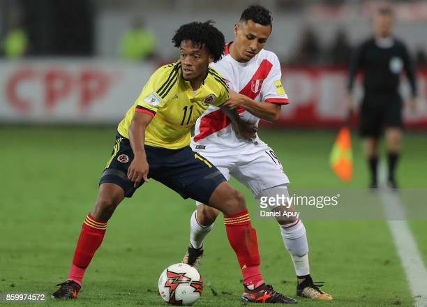Juan Cuadrado of Colombia fights for the ball with Yoshimar Yotun of Peru during a match between Peru and Colombia as part of FIFA 2018 World Cup...