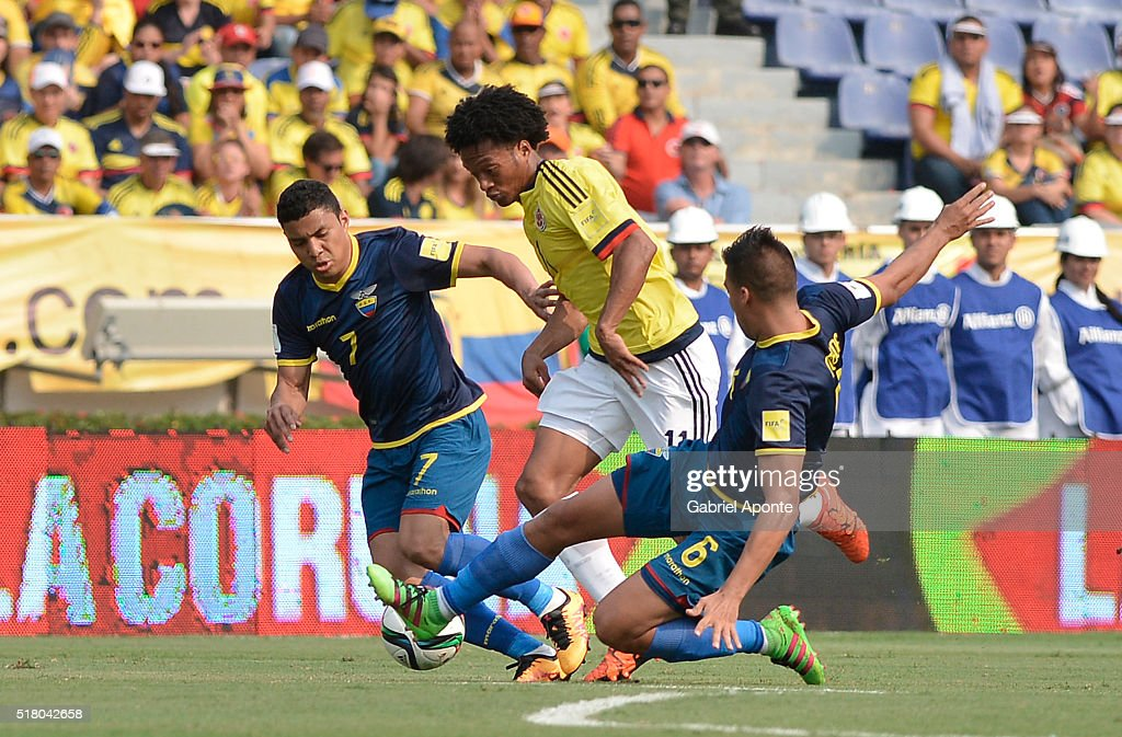 Juan Cuadrado (C) of Colombia struggles for the ball with Jefferson Montero (L) and Cristian Noboa (R) of Ecuador during a match between Colombia and Ecuador as part of FIFA 2018 World Cup Qualifiers at Roberto Melendez Stadium on March 29, 2016 in Barranquilla, Colombia.