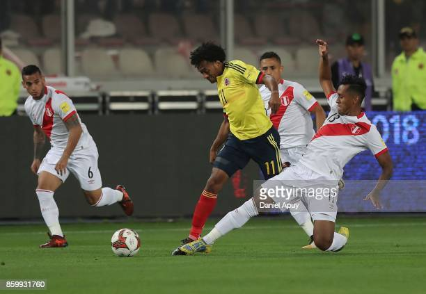 Juan Cuadrado of Colombia struggles for the ball with Renato Tapia of Peru during a match between Peru and Colombia as part of FIFA 2018 World Cup...