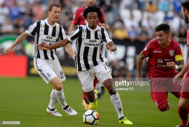 Juan Cuadrado of in action during the Serie A match between Juventus and Cagliari Calcio at Allianz Stadium on August 19 2017 in Turin Italy