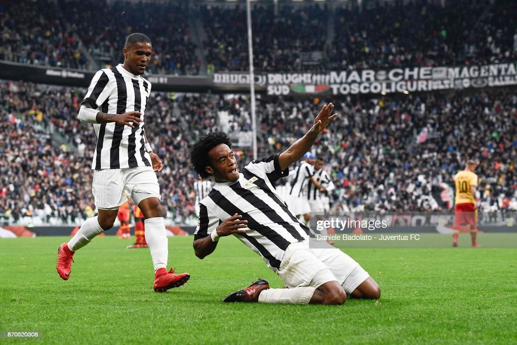 Juan Cuadrado of Juventus celebrates his second goal during the Serie A match between Juventus and Benevento Calcio on November 5, 2017 in Turin, Italy.