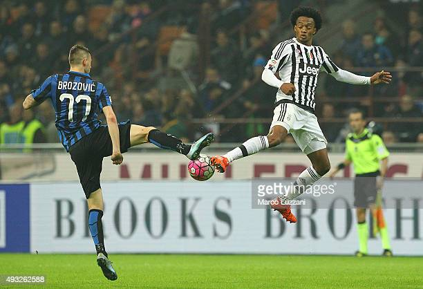 Juan Cuadrado of Juventus FC competes for the ball with Marcelo Brozovic of FC Internazionale Milano during the Serie A match between FC...