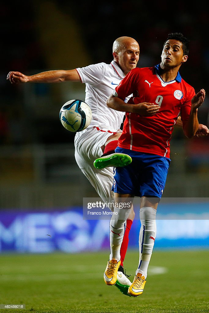 Juan Delgado of Chile fights for the ball with <a gi-track='captionPersonalityLinkClicked' href=/galleries/search?phrase=Michael+Bradley+-+Soccer+Player&family=editorial&specificpeople=7022299 ng-click='$event.stopPropagation()'>Michael Bradley</a> of USA during an international friendly match between Chile and USA at El Teniente Stadium on January 28 2015 in Rancagua, Chile.