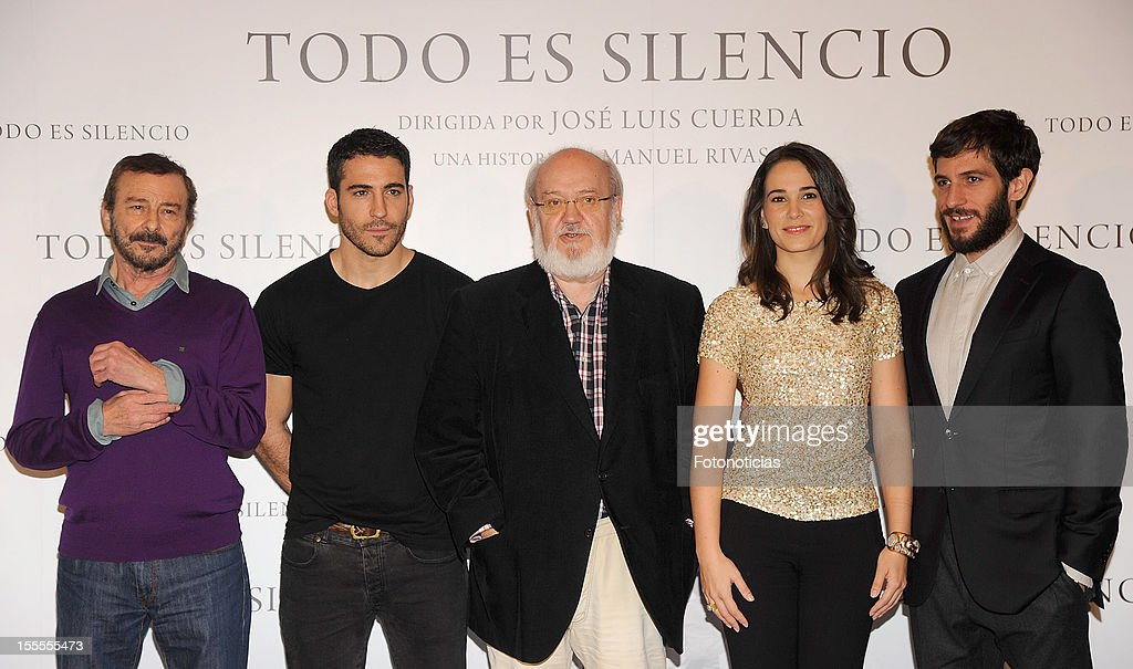 Juan Diego, <a gi-track='captionPersonalityLinkClicked' href=/galleries/search?phrase=Miguel+Angel+Silvestre&family=editorial&specificpeople=4001600 ng-click='$event.stopPropagation()'>Miguel Angel Silvestre</a>, <a gi-track='captionPersonalityLinkClicked' href=/galleries/search?phrase=Jose+Luis+Cuerda&family=editorial&specificpeople=2244268 ng-click='$event.stopPropagation()'>Jose Luis Cuerda</a>, Celia Freijeiro and <a gi-track='captionPersonalityLinkClicked' href=/galleries/search?phrase=Quim+Gutierrez&family=editorial&specificpeople=4126293 ng-click='$event.stopPropagation()'>Quim Gutierrez</a> attend a photocall for 'Todo Es Silencio' at the Palafox cinema on November 5, 2012 in Madrid, Spain.