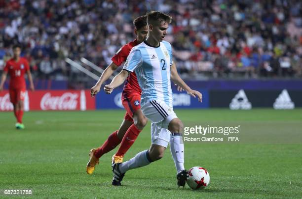 Juan Foyth of Argentina controls the ball during the FIFA U20 World Cup Korea Republic 2017 group A match between Korea Republic and Argentina at...