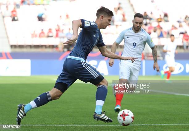 Juan Foyth of Argentina runs with the ball during the FIFA U20 World Cup Korea Republic 2017 group A match between Argentina and England at Jeonju...