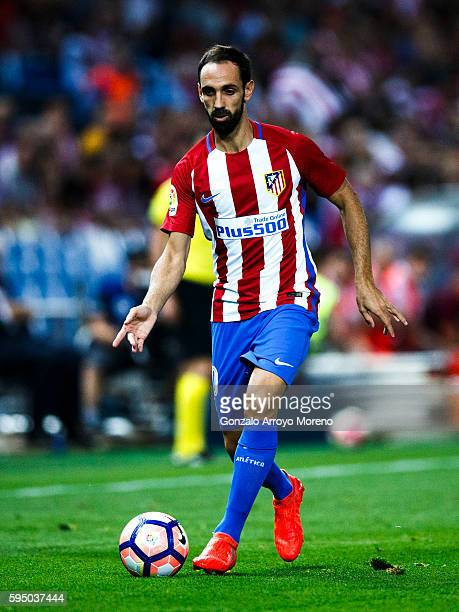 Juan Francisco Torres alias Juanfran controls the ball during the La Liga match between Club Atletico de Madrid and Deportivo Alaves at Vicente...