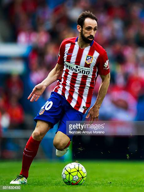 Juan Francisco Torres alias Juanfran of Atletico de Madrid controls the ball during the La Liga match between Club Atletico de Madrid and Real Club...