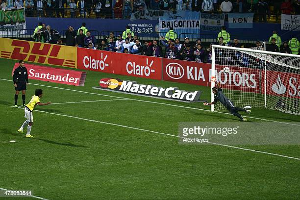 Juan Guillermo Cuadrado of Colombia takes the third penalty kick in the penalty shootout during the 2015 Copa America Chile quarter final match...