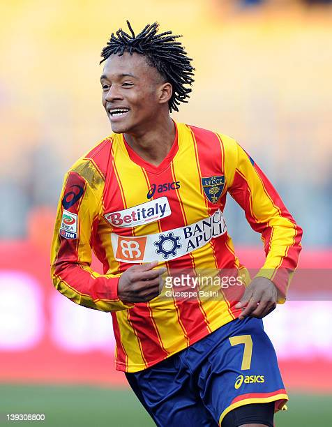 Juan Guillermo Cuadrado of Lecce celebrates after scoring his team's third goal during the Serie A match between US Lecce and AC Siena at Stadio Via...