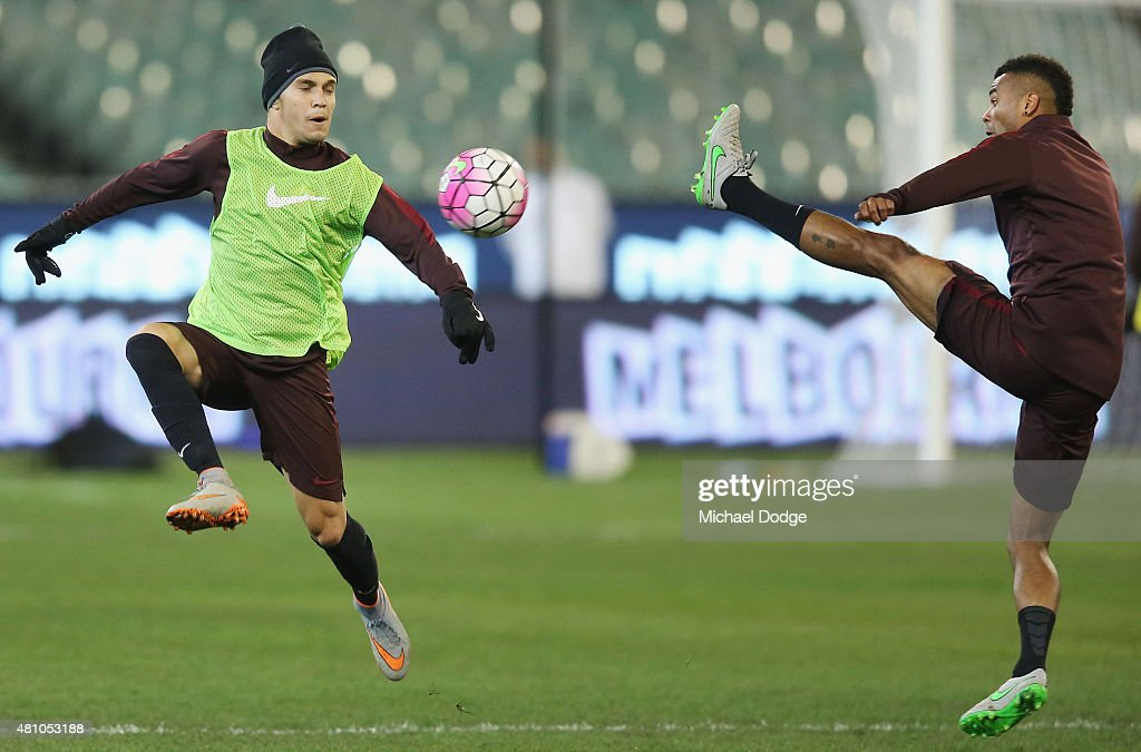 Juan Iturbe of AS Roma competes for the ball against Ashley cole (R) during an AS Roma training session at Melbourne Cricket Ground on July 17, 2015 in Melbourne, Australia.
