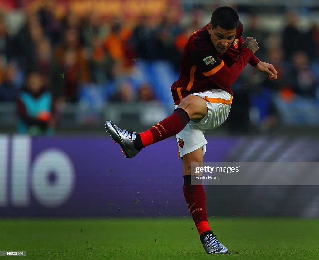 Juan Iturbe of AS Roma in action during the Serie A match between AS Roma and Atalanta BC at Stadio Olimpico on November 29, 2015 in Rome, Italy.