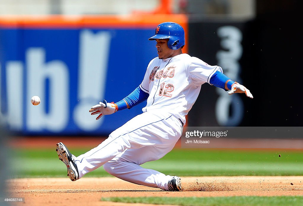 <a gi-track='captionPersonalityLinkClicked' href=/galleries/search?phrase=Juan+Lagares&family=editorial&specificpeople=8960493 ng-click='$event.stopPropagation()'>Juan Lagares</a> #12 of the New York Mets in action against the Pittsburgh Pirates at Citi Field on May 26, 2014 in the Flushing neighborhood of the Queens borough of New York City. The Pirates defeated the Mets 5-3.
