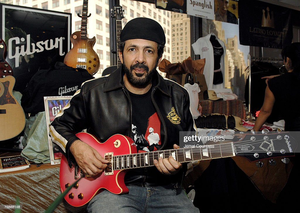<a gi-track='captionPersonalityLinkClicked' href=/galleries/search?phrase=Juan+Luis+Guerra&family=editorial&specificpeople=208921 ng-click='$event.stopPropagation()'>Juan Luis Guerra</a> at the Gibson Guitar Station