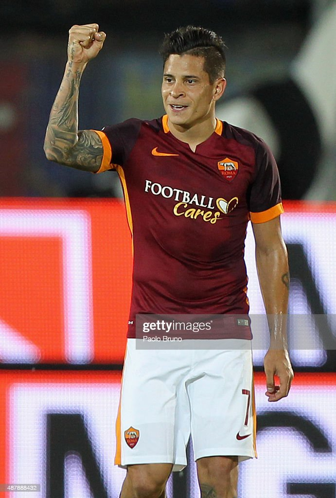 <a gi-track='captionPersonalityLinkClicked' href=/galleries/search?phrase=Juan+Manuel+Iturbe&family=editorial&specificpeople=7492436 ng-click='$event.stopPropagation()'>Juan Manuel Iturbe</a> of AS Roma celebrates after scoring the team's second goal the Serie A match between Frosinone Calcio and AS Roma at Stadio Matusa on September 12, 2015 in Frosinone, Italy.
