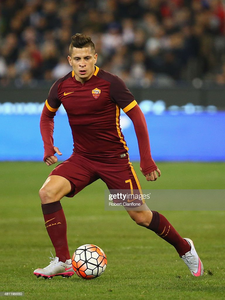 <a gi-track='captionPersonalityLinkClicked' href=/galleries/search?phrase=Juan+Manuel+Iturbe&family=editorial&specificpeople=7492436 ng-click='$event.stopPropagation()'>Juan Manuel Iturbe</a> of AS Roma controls the ball during the International Champions Cup friendly match between Real Madrid and AS Roma at the Melbourne Cricket Ground on July 18, 2015 in Melbourne, Australia.