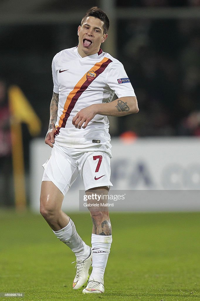 <a gi-track='captionPersonalityLinkClicked' href=/galleries/search?phrase=Juan+Manuel+Iturbe&family=editorial&specificpeople=7492436 ng-click='$event.stopPropagation()'>Juan Manuel Iturbe</a> of AS Roma reacts during the UEFA Europa League Round of 16 match between ACF Fiorentina and AS Roma on March 12, 2015 in Florence, Italy.