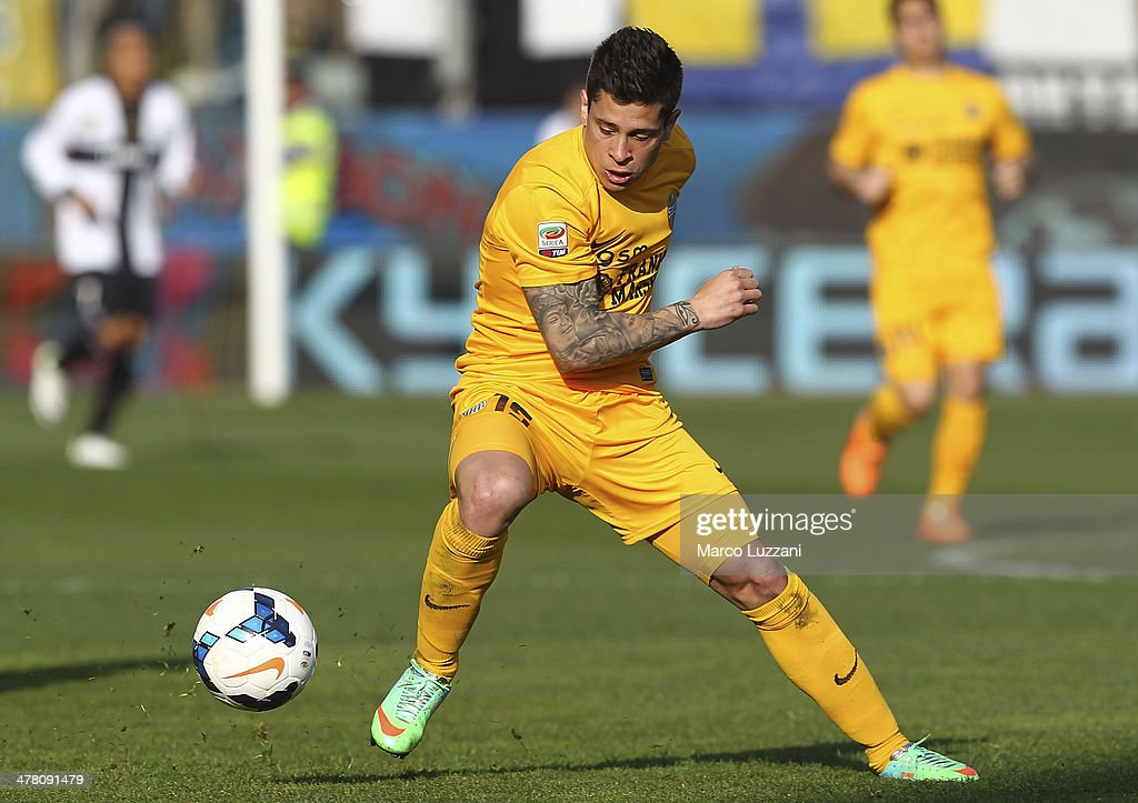 <a gi-track='captionPersonalityLinkClicked' href=/galleries/search?phrase=Juan+Manuel+Iturbe&family=editorial&specificpeople=7492436 ng-click='$event.stopPropagation()'>Juan Manuel Iturbe</a> of Hellas Verona FC in action during the Serie A match between Parma FC and Hellas Verona FC at Stadio Ennio Tardini on March 9, 2014 in Parma, Italy.