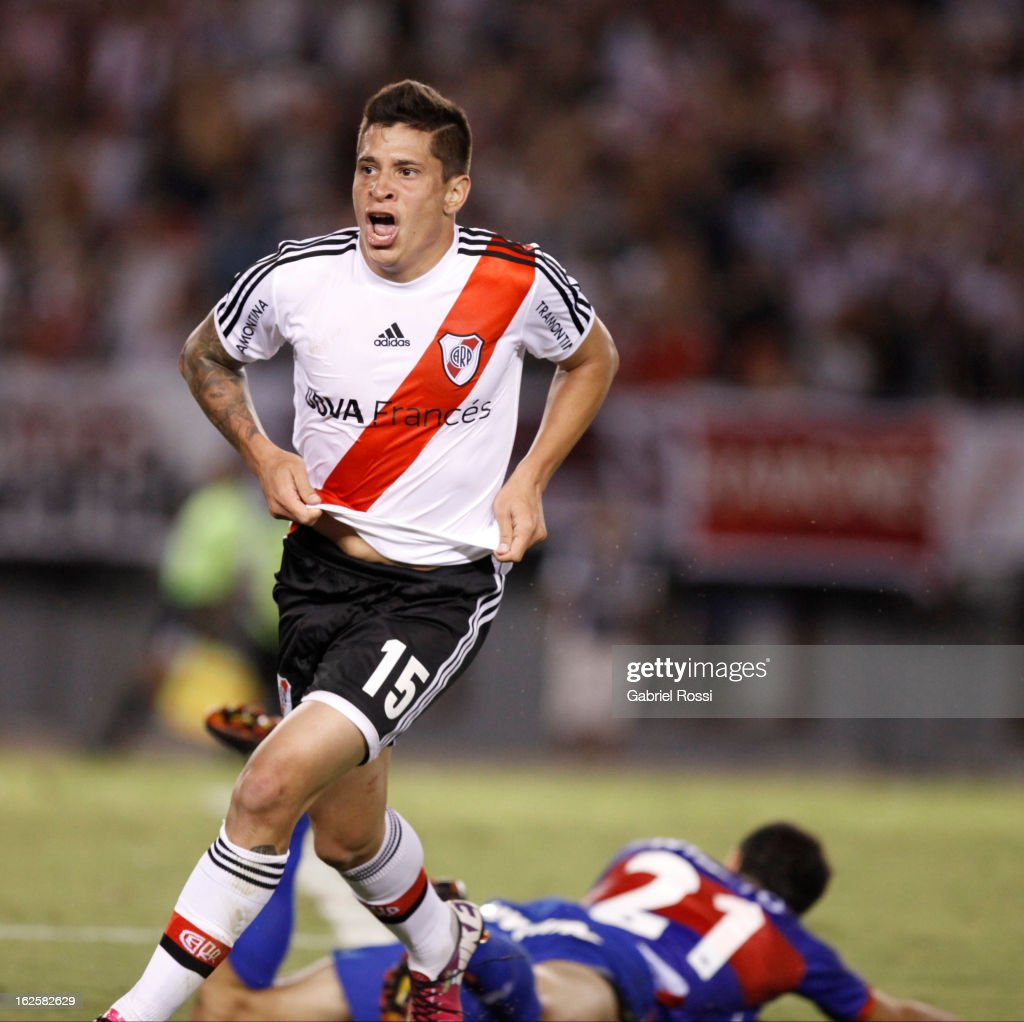 <a gi-track='captionPersonalityLinkClicked' href=/galleries/search?phrase=Juan+Manuel+Iturbe&family=editorial&specificpeople=7492436 ng-click='$event.stopPropagation()'>Juan Manuel Iturbe</a> of River Plate celebrate a goal during the match between River Plate and Tigre of Torneo Final 2013 on February 24, 2013 in Buenos Aires, Argentina.