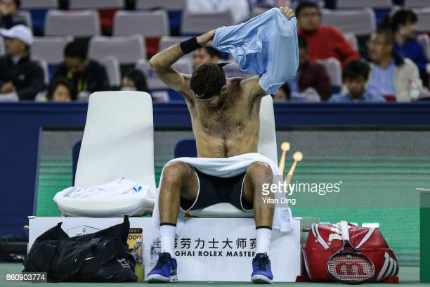 Juan Martin del Potro of Argentina changes his shirt during the Men's singles quarter final mach against Viktor Troicki of Serbia on day six of 2017...