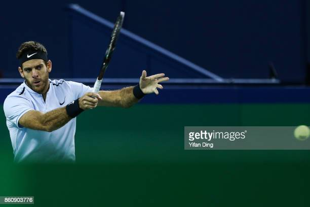 Juan Martin del Potro of Argentina plays a forehand during the Men's singles quarter final mach against Viktor Troicki of Serbia on day six of 2017...