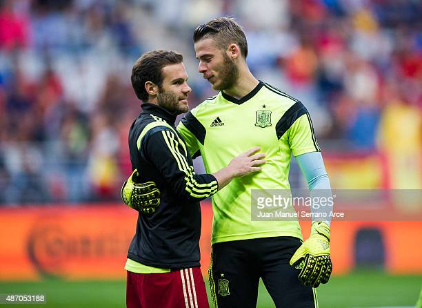 Juan Mata and David De Gea of Spain reacts prior to the start the Spain v Slovakia EURO 2016 Qualifier at Carlos Tartiere on September 5 2015 in...