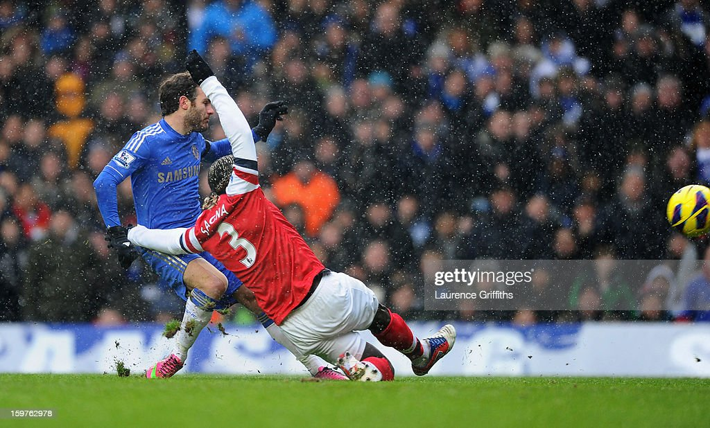 Juan Mata of Chelsea (L) beats Bacary Sagna of Arsenal to score their first goal during the Barclays Premier League match between Chelsea and Arsenal at Stamford Bridge on January 20, 2013 in London, England.