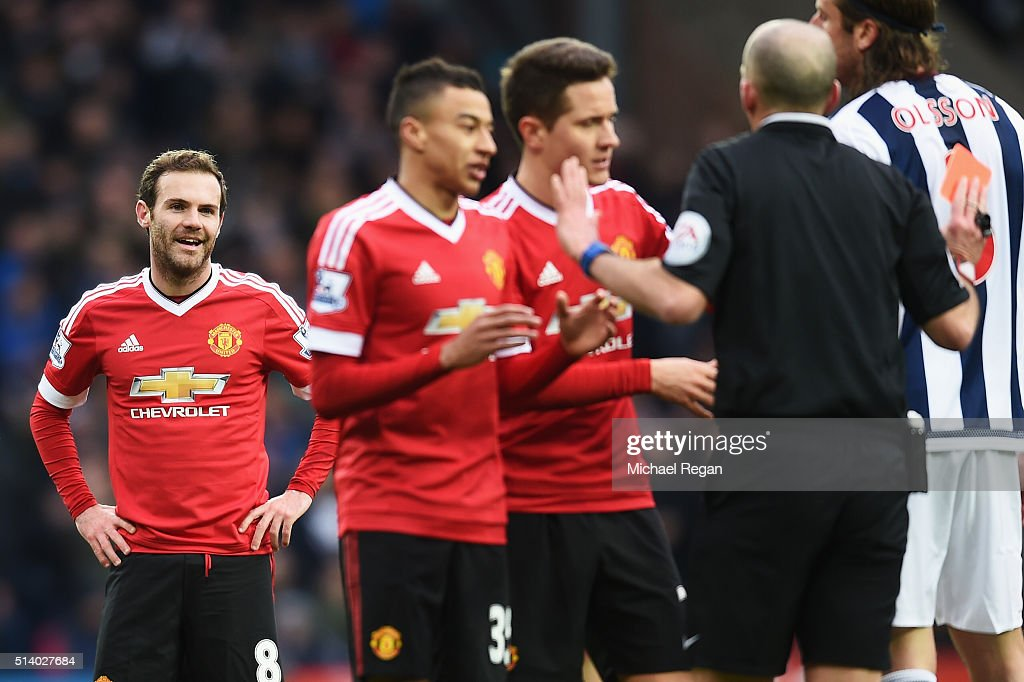 <a gi-track='captionPersonalityLinkClicked' href=/galleries/search?phrase=Juan+Mata&family=editorial&specificpeople=4784696 ng-click='$event.stopPropagation()'>Juan Mata</a> of Manchester United reacts after being sent off by referee <a gi-track='captionPersonalityLinkClicked' href=/galleries/search?phrase=Mike+Dean+-+%C3%81rbitro&family=editorial&specificpeople=4517613 ng-click='$event.stopPropagation()'>Mike Dean</a> during the Barclays Premier League match between West Bromwich Albion and Manchester United at The Hawthorns on March 6, 2016 in West Bromwich, England.