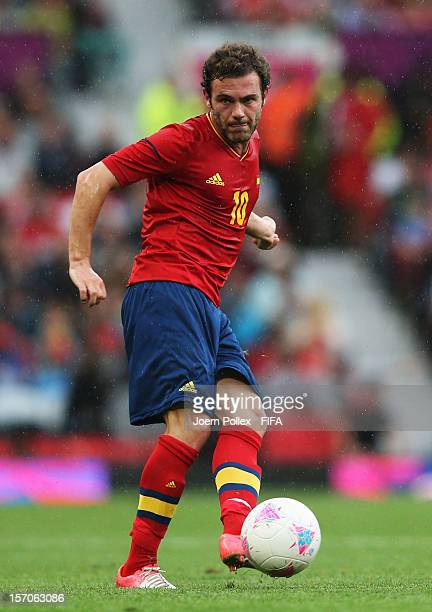 Juan Mata of Spain controls the ball during the Men's Football first round Group D match between the Spain and Morocco on Day 5 of the London 2012...